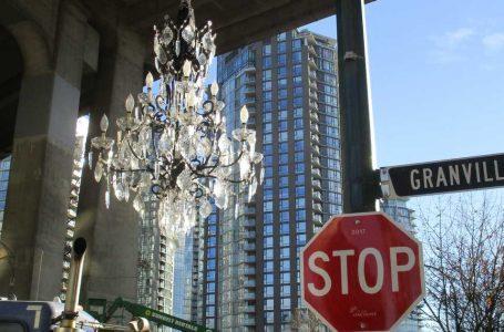 Vancouver'da Granville Köprüsü'nün Altındaki 4.8 M $ Değerindeki Avize 'Para İsrafı' Olarak Anıldı!